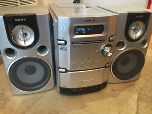 Sony CMT-HP7 Mini Hi-Fi Component Shelf System CD AM-FM Cassette