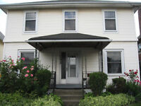 3 BIG ROOMS---STUDENT APARTMENT---INTERNATIONAL STUDENTS WELCOME