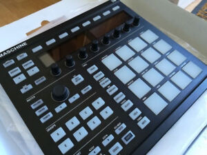 MINT CONDITION MASCHINE MK2 (BLACK) w/ Box and Softwares