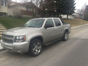 2009 Chevrolet Avalanche Silver/ greyish Pickup Truck