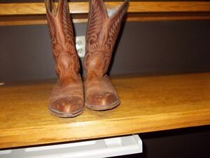 Men's Western Leather Boulet Boots. Size 7 1/2.
