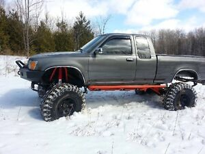 Solid axle Toyota 1990 lifted 4x4