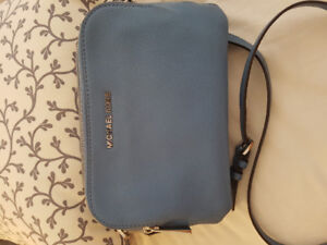 * MICHAEL KORS LEATHER SKY BLUE CROSSBODY