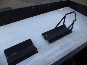 rack  to hold a motor bike in a trailor or a pickup  EN FRANCAIS