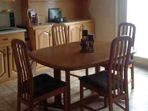 Teak kitchen table with 4 chairs and 2 bar stools