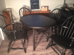 Dining Table and 4 Chairs plus Leaf