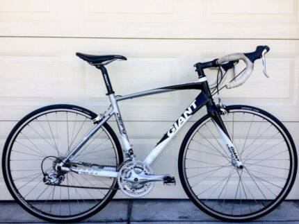 Giant Defy Road Bike