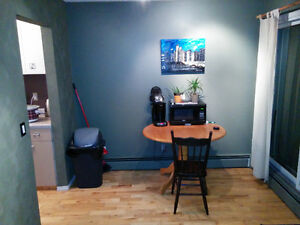 Room For Rent in Renfrew - Fully Furnished