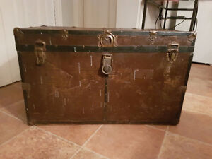 EARLY 1900`S ANTIQUE CHEST / COFFRE ANTIQUE DEBUT 1900 Gatineau Ottawa / Gatineau Area image 1