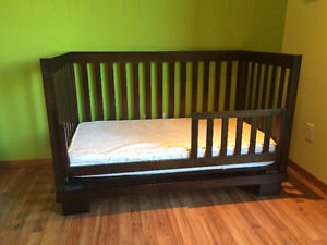 Crib with mattress, convertible to day bed