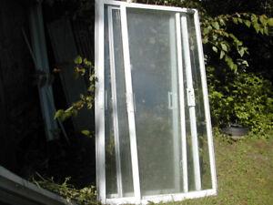 (pour petite serre)4 panneau vitree ,verre simple 100$ferme 4