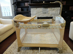 Like New Graco Premium Pack & Play Portable Playpen /Crib