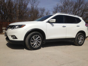 2014 Nissan Rogue SL. LEATHER, AWD ,NAV. (NEW MODEL)