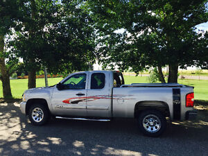 2008 Chev Silverado LT, Extended Cab Truck  LOW MILES