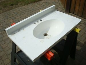 Vanity top with integrated sink, white