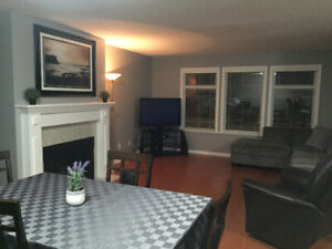 *NEW LISTING* 1 ROOM AVAILABLE IN A BEAUTIFUL MAIN LEVEL SUITE