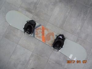 Planche à neige Forum Recon 156cm + fixations