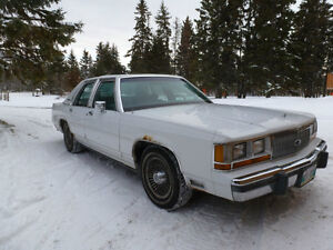 WINTER ROAD SPECIAL!! Very low mileage 1990 Ford Crown Victoria