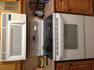 Whirlpool oven and microwave set Kawartha Lakes Peterborough Area image 1