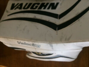 Vaughn Goalie Junior Trapper and Blocker (peewee/bantam)