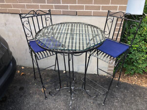 Bistro table and chairs very good condition - indoor or outdoor.