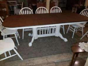 Double Pedestal Table with Two Leaves