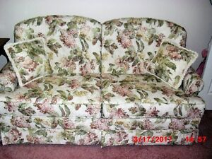 BEAUTIFUL  BED CHESTERFIELD . (REDUCED)