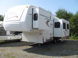 Just In - one owner, 29' Citation Classic 28-5LL Fifth Wheel