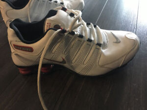 free shipping 3d810 95842 Nike Shox women s classic white and red looks brand new!  60