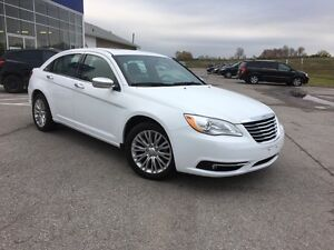 2013 Chrysler 200 Touring ONLY 18,849KM!!