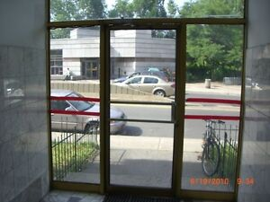 Large 3 1/2, Just one minute to Metro Station. Best Location !!!