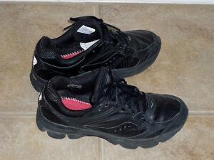 Black Running Shoes :Size 8 1/2 :Excellent Condition: Men/Ladies