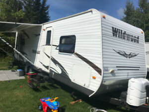 2011 WILDWOOD 27RLSS COUPLES TRAILER