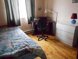 Chambre meublée près métro Cartier à Pont-Viau.