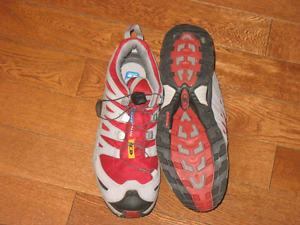 Ladies size 11 goretex Salomon shoes