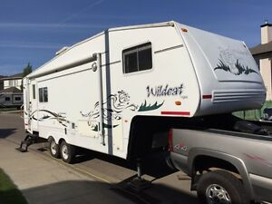 PRICE REDUCED!! - 2002 Wildcat 5th Wheel Trailer Camper