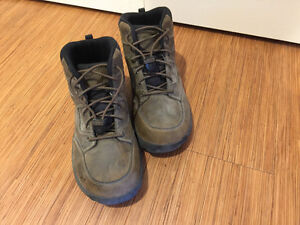 Kid's Keen Hiking Boots Size 4
