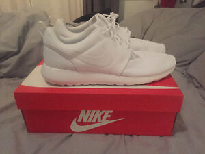 New Men's Nike Roshe All White Shoes Size 12 Cambridge Kitchener Area image 2