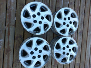 15ins Toyota rims available in good condition