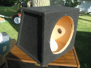 "Single sealed 12"" sub-woofer enclosure"