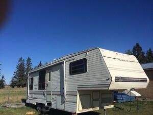 LONG WEEKEND SPECIAL 30ft 5th wheel camper