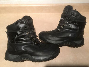 Women's Coleman Winter Boots Size 8