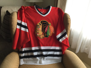 REDUCED..........    CHICAGO BLACK HAWKS HOCKEY JERSEY