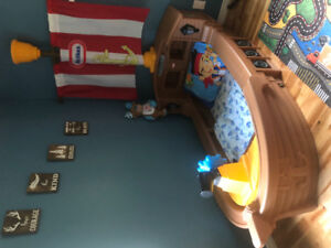 Toddler pirate ship bed! Bedding included!