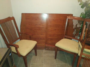NICE WODDEN DINING ROOMTABLE AND CHAIRS