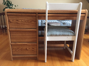 4 Drawer Desk w/Chair