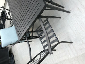 Weather resistant metal gluckstein patio table and 6 seats