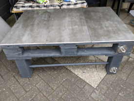 Grey Garden Pallet Table with (or without) tiles