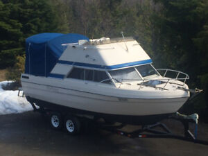 24' Bayliner Command Cruiser
