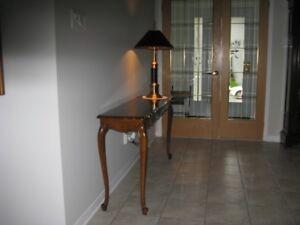 Table d'appoint avec lampe
